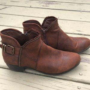 Adorable Bare traps ankle boot